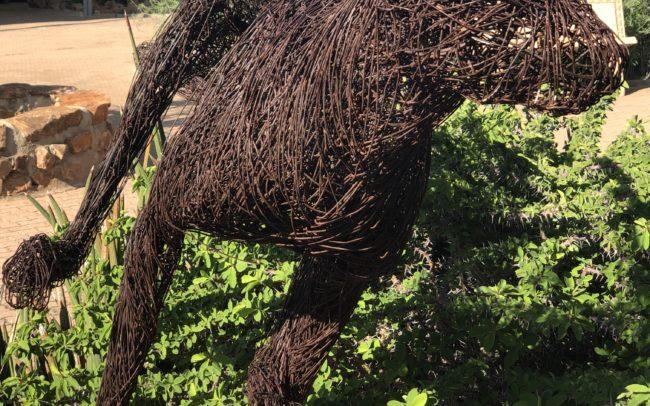 Idée déco : sculpture de guépard en fer forgé. Bel décoration pour l'extérieur